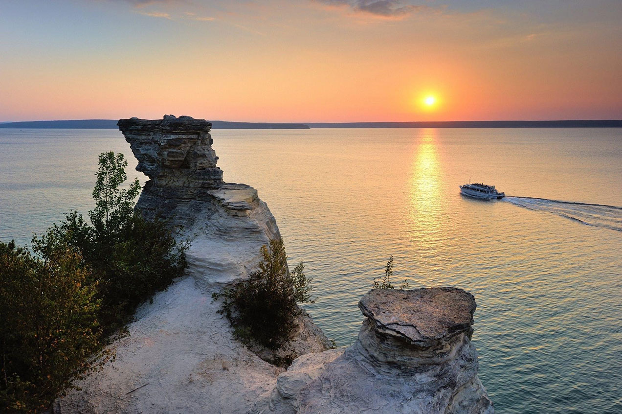 Pictured Rocks Sunset Classic Cruise