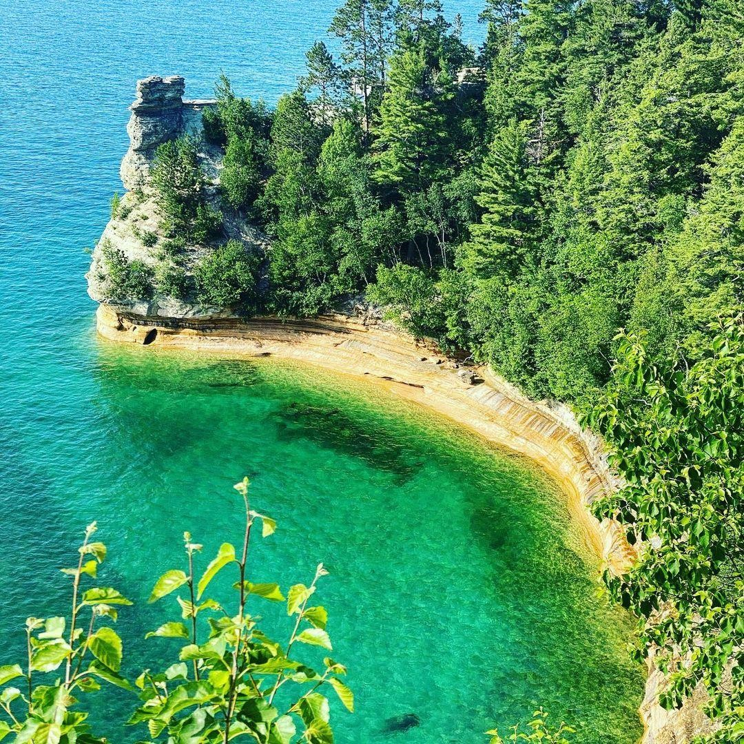 Miners Castle, Pictured Rocks National Lakeshore. PC: Instagrammer @aswegoplaces